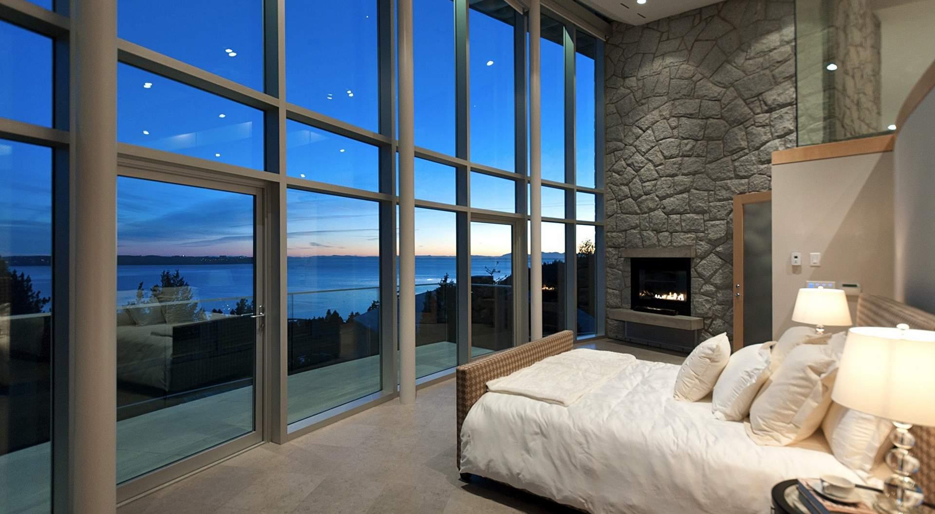Дом с панорамными окнами фото интерьеров.